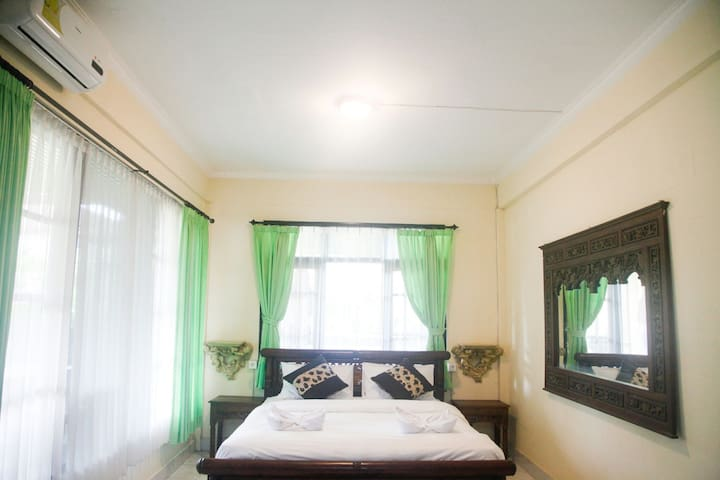 Room 3 : Cheap room, peaceful  place,and good vibe