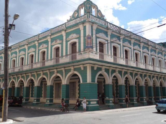 Uno de los edificios del centro de la ciudad