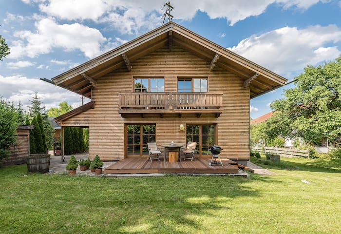 Luxury House between Munich and the Alps