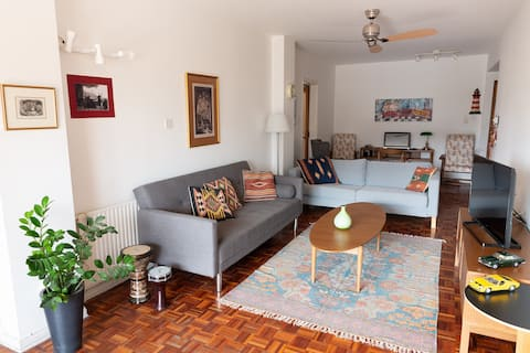 Stylish 70's apartment - Best of Nicosia on foot!