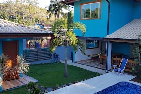 Linda casa de Angra com piscina