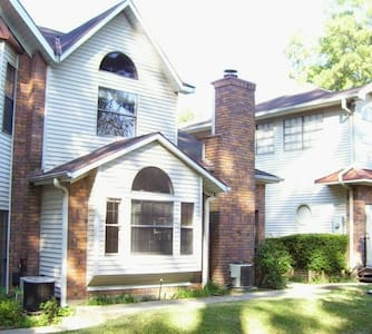 Ideal Townhouse - for One or a Crowd - 4BR 2.5 BA - Shreveport - Townhouse