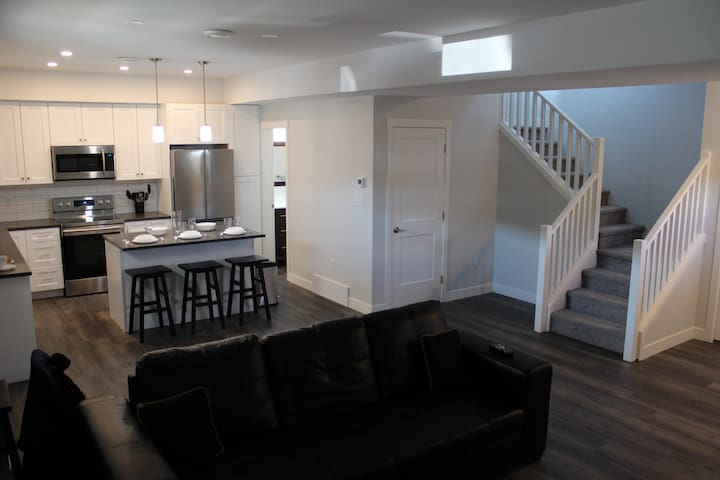 Amazing Brand New 3 BR Suite in Prime LOCATION!!!