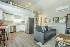 New+Studio%21+Foam+Bed%2C+Hot+Tub%2C+Close+to+Downtown%21