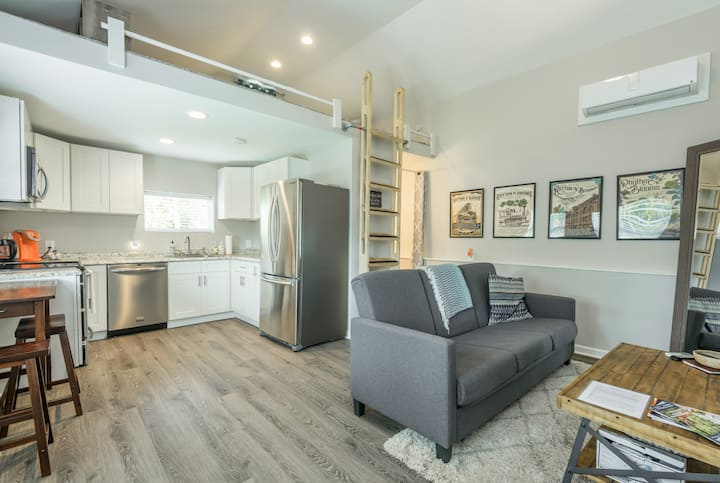 New Studio! Foam Bed, Hot Tub, Close to Downtown!