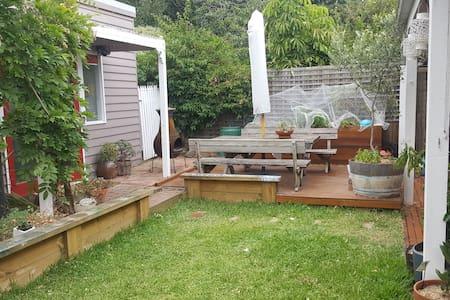 Spacious, Charming Home! - Yarraville - Casa