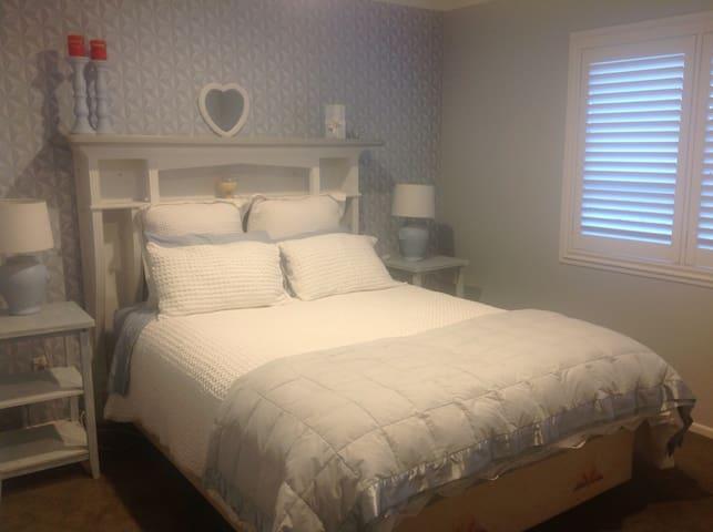 4Paddocks  queen bed