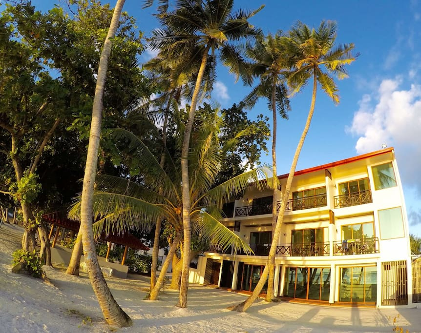 Canopus Retreats Thulusdhoo exterior beach view