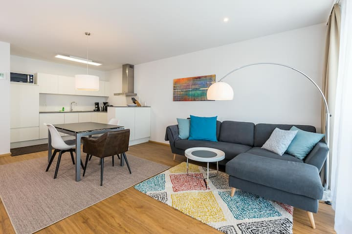 Modern Holiday Apartment ALEX with Wi-Fi and Balcony, Parking Available