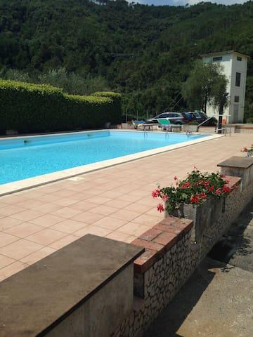 Appartamento Deiva Marina con piscina - Piazza - Apartemen