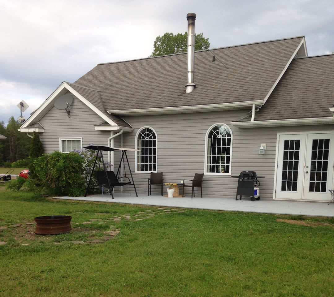 Large back deck with BBQ and swing. Fire pit to enjoy also