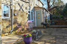 Lavender Cottage's patio in afternoon sun