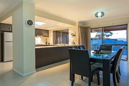 Private 2 bedroom villa 7 - Mandurah - Villa