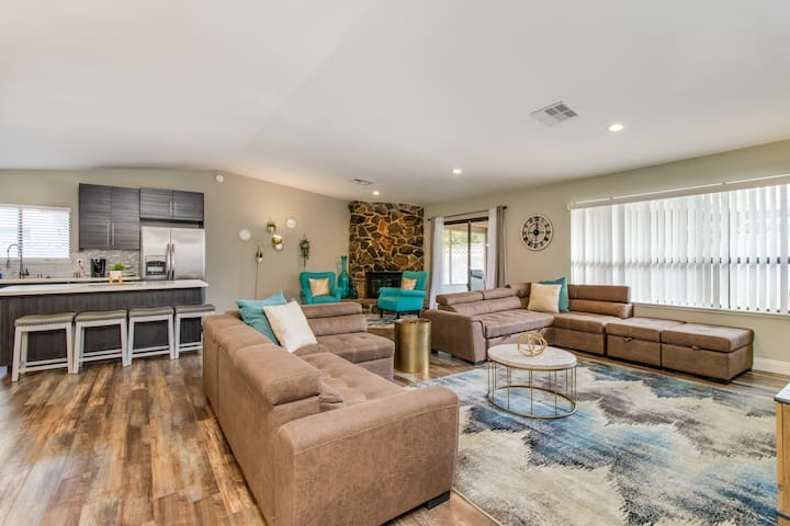 A28 - Modern 3bd Home with Pool close to Airport