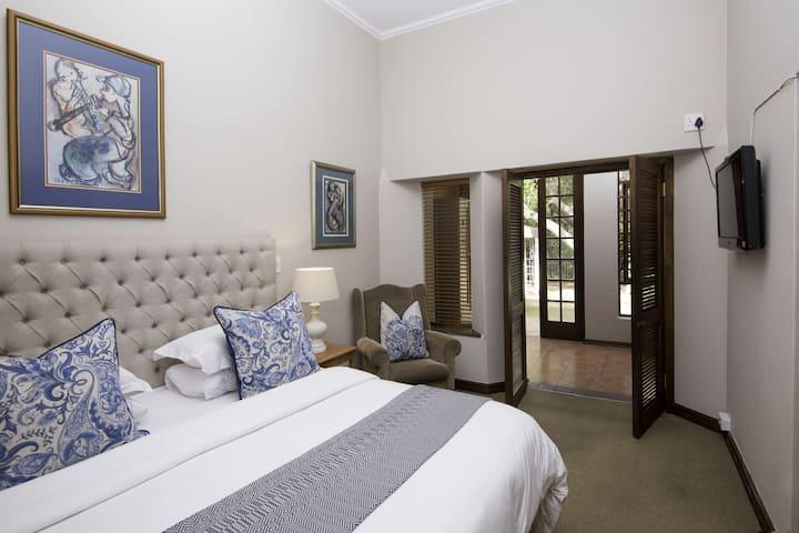 Mont d'Or Bohemian House - Luxury Garden Room10