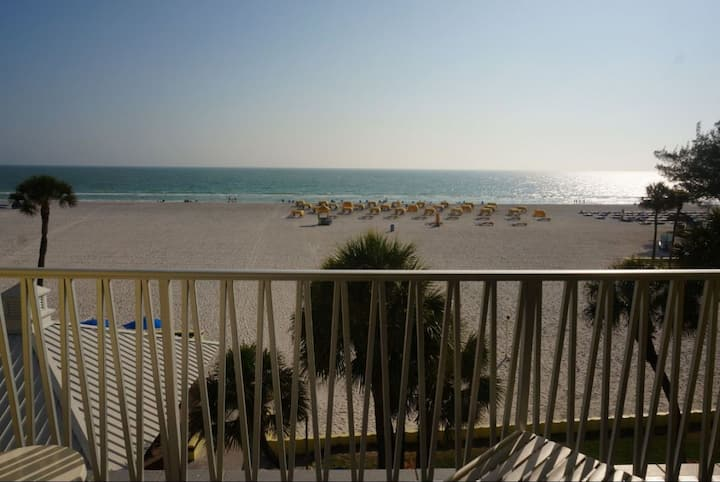 Two1BR Suite Private Beach, Pools, Gulf Front