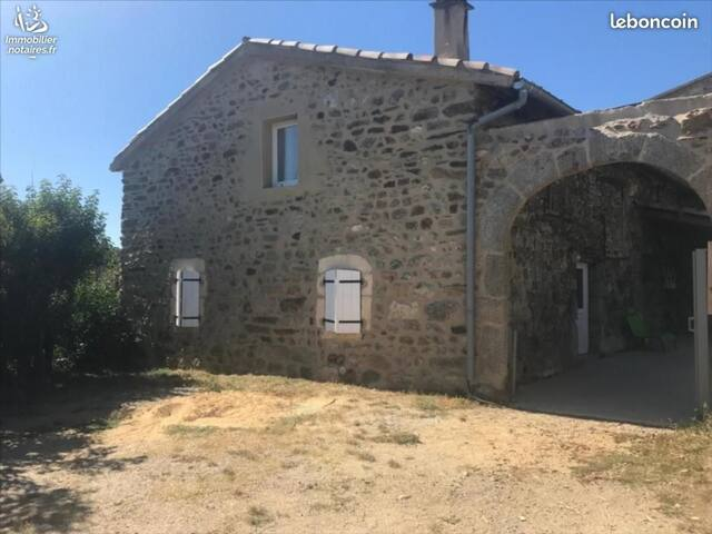 Maison en pierre de caractères