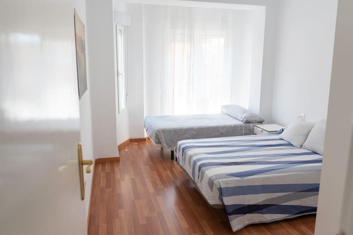 Dormitorio 1 cama matrimonio y cama 105