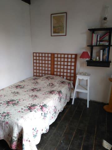 chambre avec lit en 120