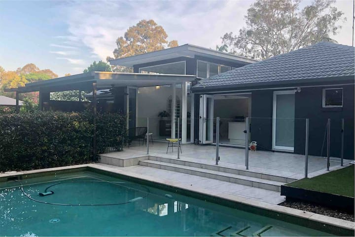 Large entertaining home heart of Noosa