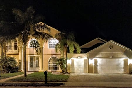 Luxurious Space near UCF, Research Park, and More - Oviedo - House
