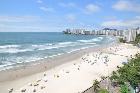 Apê à 100 metros da praia de Pitangueiras + Wi-Fi!