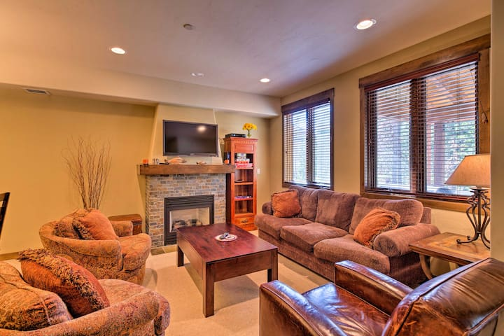 NEW! 3BR Mammoth Lakes Townhome w/ Private Hot Tub
