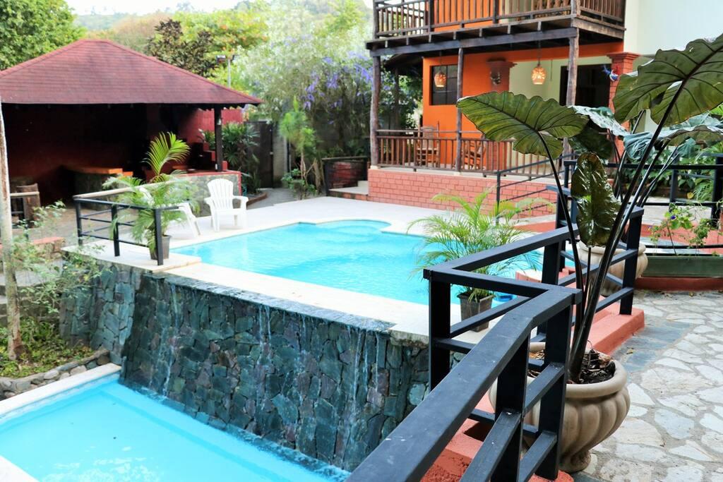 Jacussy, piscina y piscina de niños al aire libre