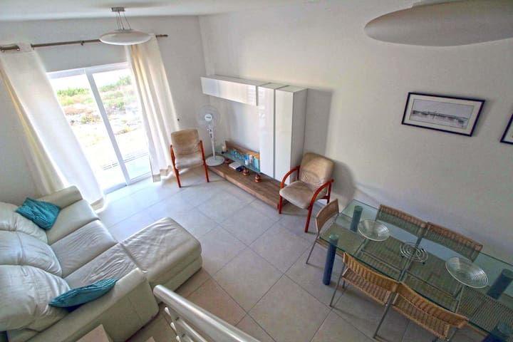 Bright Central Town House with AC Victoria, Gozo