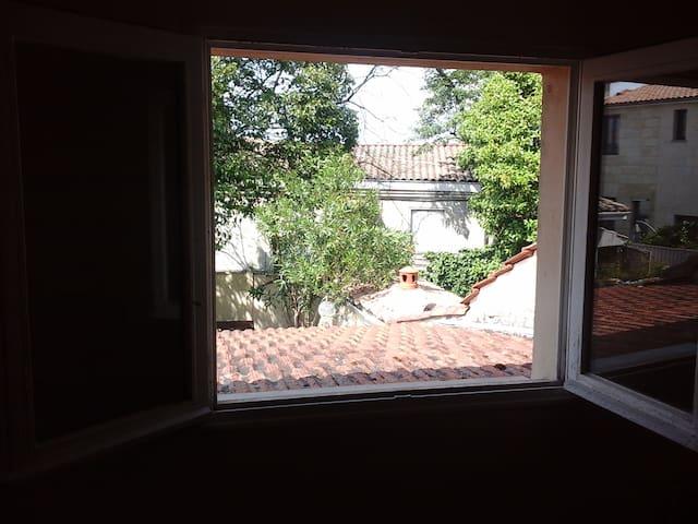 Mignonne maison paisible, proche de Bordeaux.