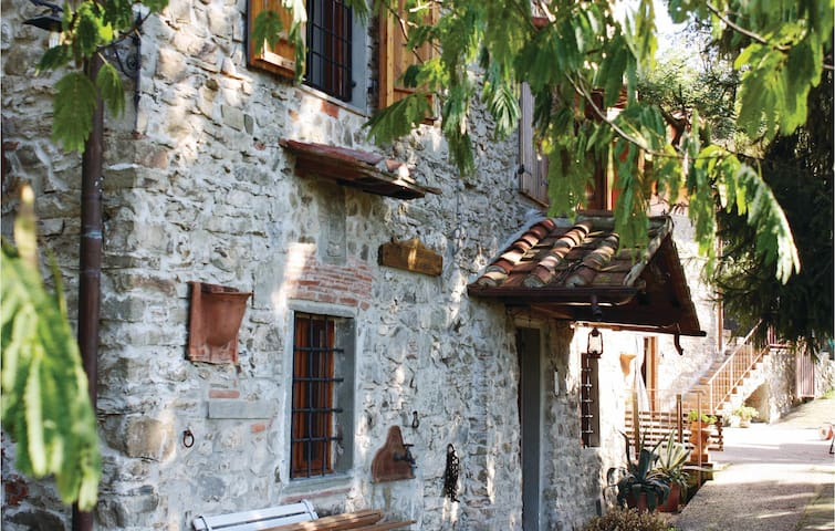 Semi-Detached with 3 bedrooms on 250m² in Pistoia (PT)