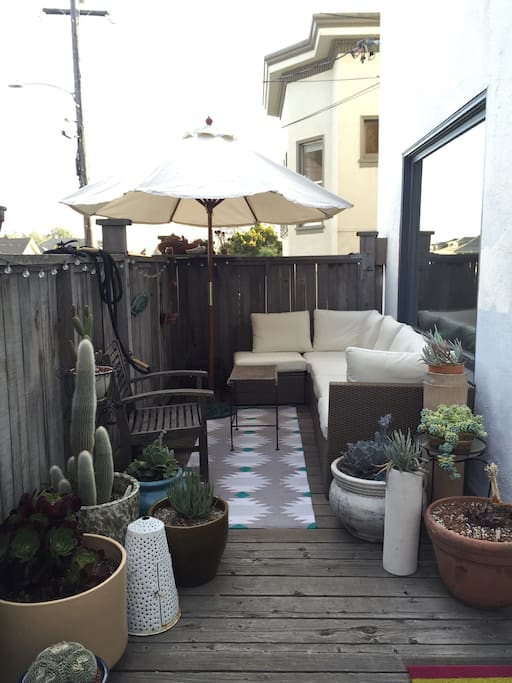 Front porch with luxurious outdoor seating for enjoying tea or coffee!