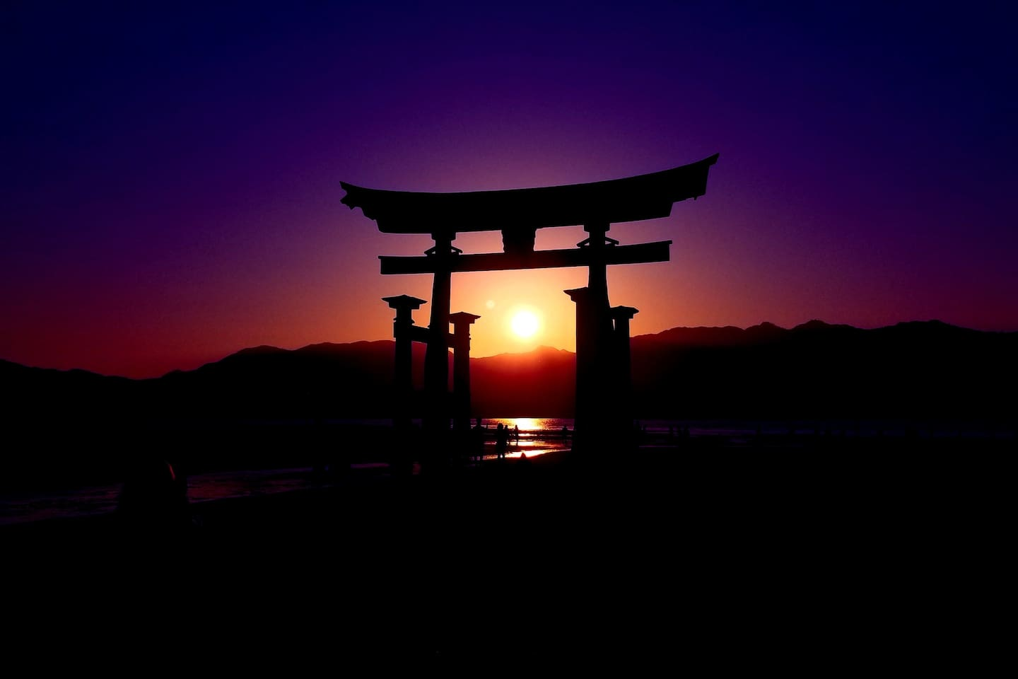A gorgeous picture of the sunset on Miyajima. Upon arrival, we'll let you know the ideal time to visit Miyajima to capture the sunset at this precise moment.