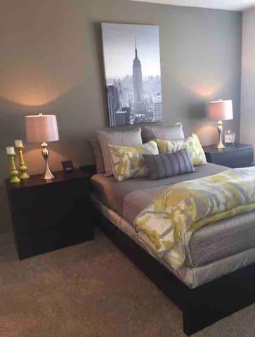 COVID19-READY Amazing 2-Bed/2-Bath Near Uptown!!!