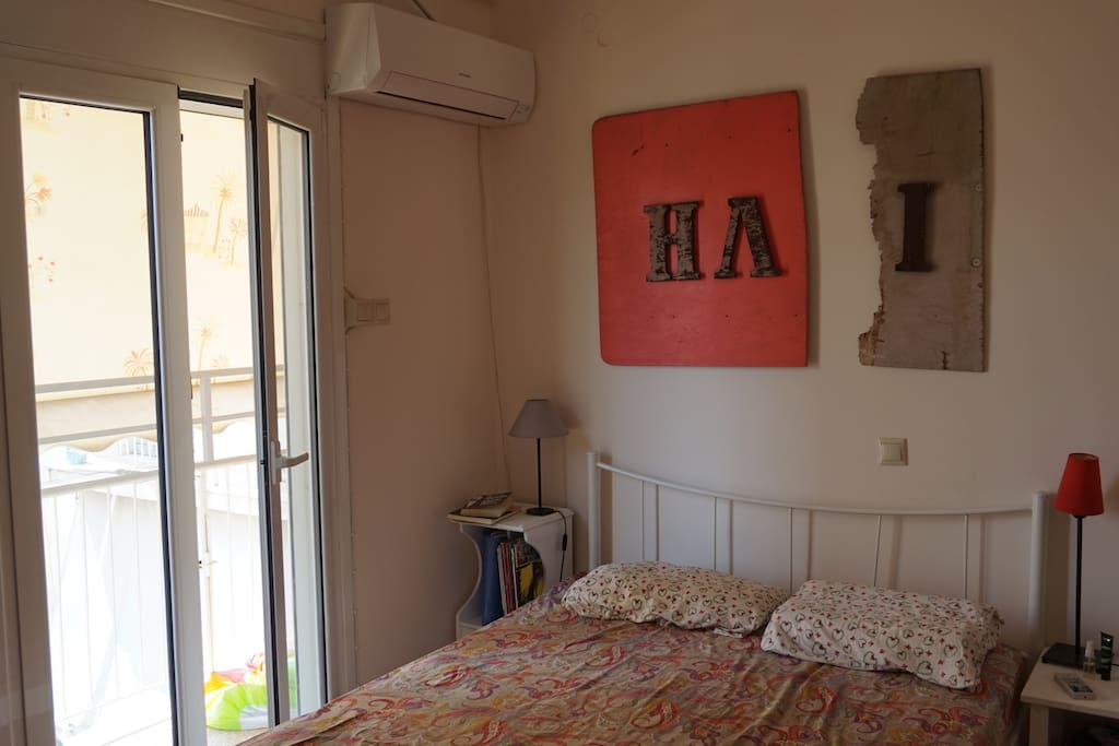 Sun-filled two-person bedroom with air condition and plenty of wardrobe space