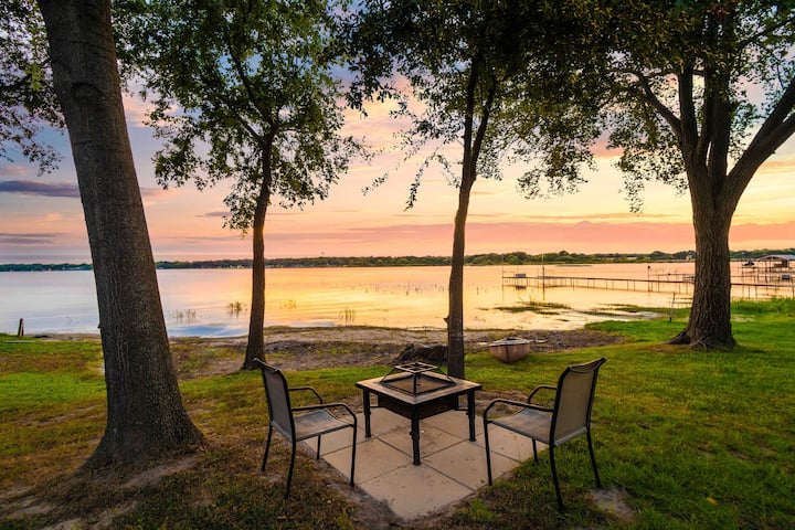 Romantic Lake Escape w/all the Comforts of Home