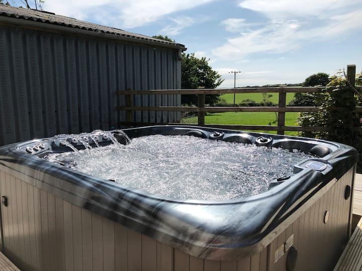 Farm Cabin With *Hot tub*