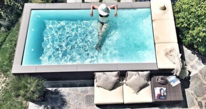 Zwischen Steinen und Sternen, Wohnung mit Pool