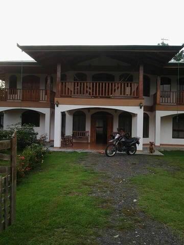 Rancho ron ron a corcovado - Puerto Jimenez  - House