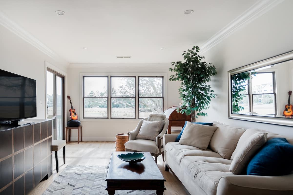 Riverside Condo with Marsh View Balcony