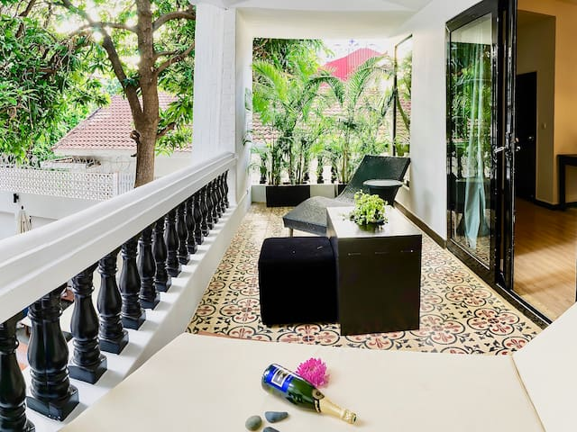 Luxurious room with balcony in Phnom Penh