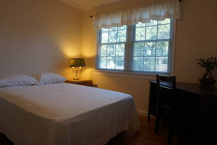 Private Room near GMU, in Fairfax City