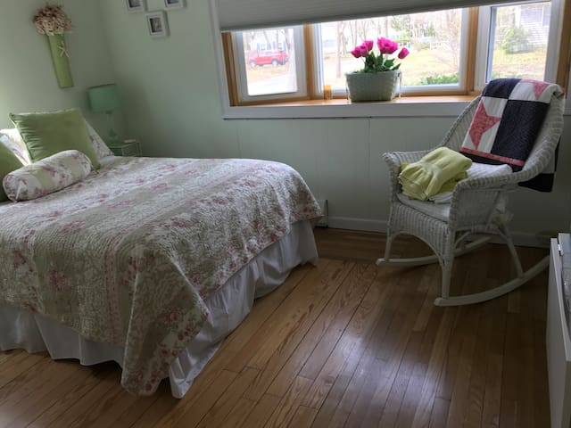 Two bedroom suite in Falmouth MA!  Breakfast too!