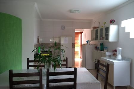 Em Gravatá, casa aconchegante com área gourmet.