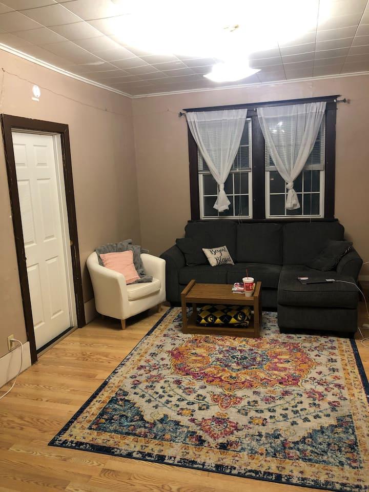 Downtown Iowa City private room in duplex