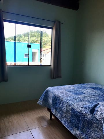 Linda casa em Zimbros, 30 metros do mar.