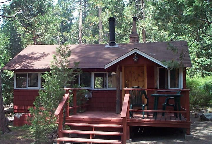 Cottage in the Woods- romantic seclusion for 2!