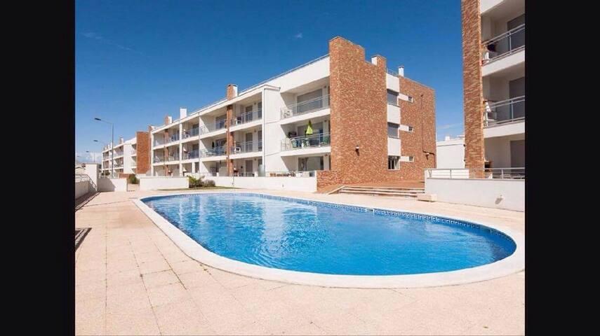 Spot T2 com piscina junto á praia - São Martinho do Porto - Byt