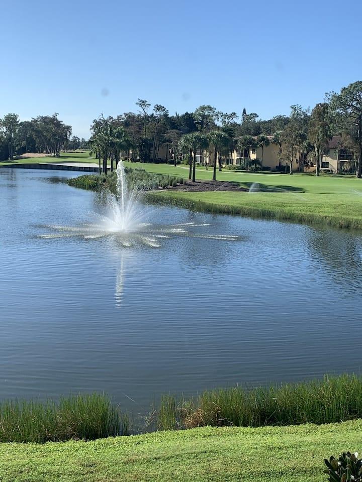 Golf, Tennis, Stunning Lake View, 10 mins to Beach