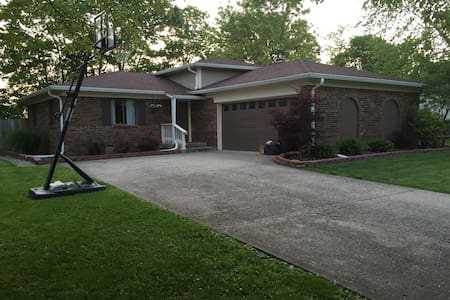 3 BR Home In Safe Neighborhood. Great for Indy 500 - Greenwood